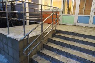 Перила из нержавеющей стали – здание детского сада в Киреевске