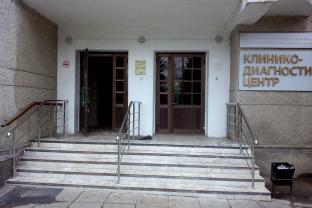 Клинико-диагностический центр Тульской областной клинической больницы. Изготовление и монтаж перилл для входной группы из нержавеющей стали. Марка стали – AISI 304.