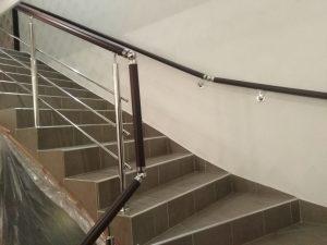 Перила из нержавейки для лестницы в частном коттедже г. Богородицка