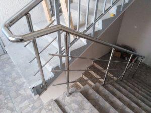 Лестничные ограждения и перила из нержавеющей стали в доме по ул. Бондаренко в Туле