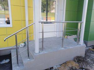 Лестничные ограждения из нержавеющей стали для детского сада ЖК «Солнечный»