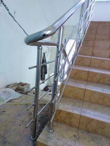Лестничные ограждения из нержавеющей стали в поселке Новогурово, улица Школьная, 19