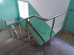 Лестничные ограждения из нержавеющей стали в поселке Первомайский, проспект Улитина, 18