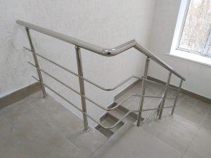 Ограждения лестничных маршей: Тула, ул. Фрунзе, дом 2