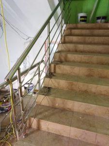 Ограждения лестничных маршей (пос. Новогурово, улица Школьная, 19)