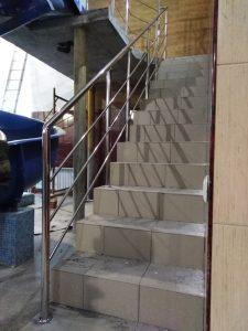 Ограждения лестничных маршей (г. Щёкино, ул. Тульская, 6а – «Акваклуб H2O»)