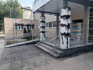 Ограждения входной группы из нержавеющей стали (г. Тула, ул. Мезенцева, 34)
